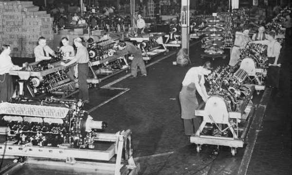 1940 1945 locked and loaded packard goes to war 46 packard in 1943 packard electric and sunlight electric were combined packard was converted to nearly 100 percent defense production, including wiring for ignition